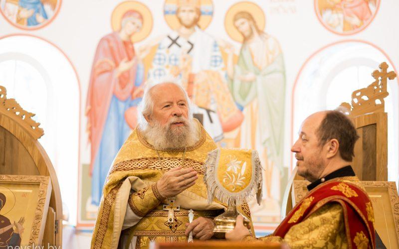 В Неделю 7-ю по Пятидесятнице клирики Александро-Невского храма совершили Божественную литургию
