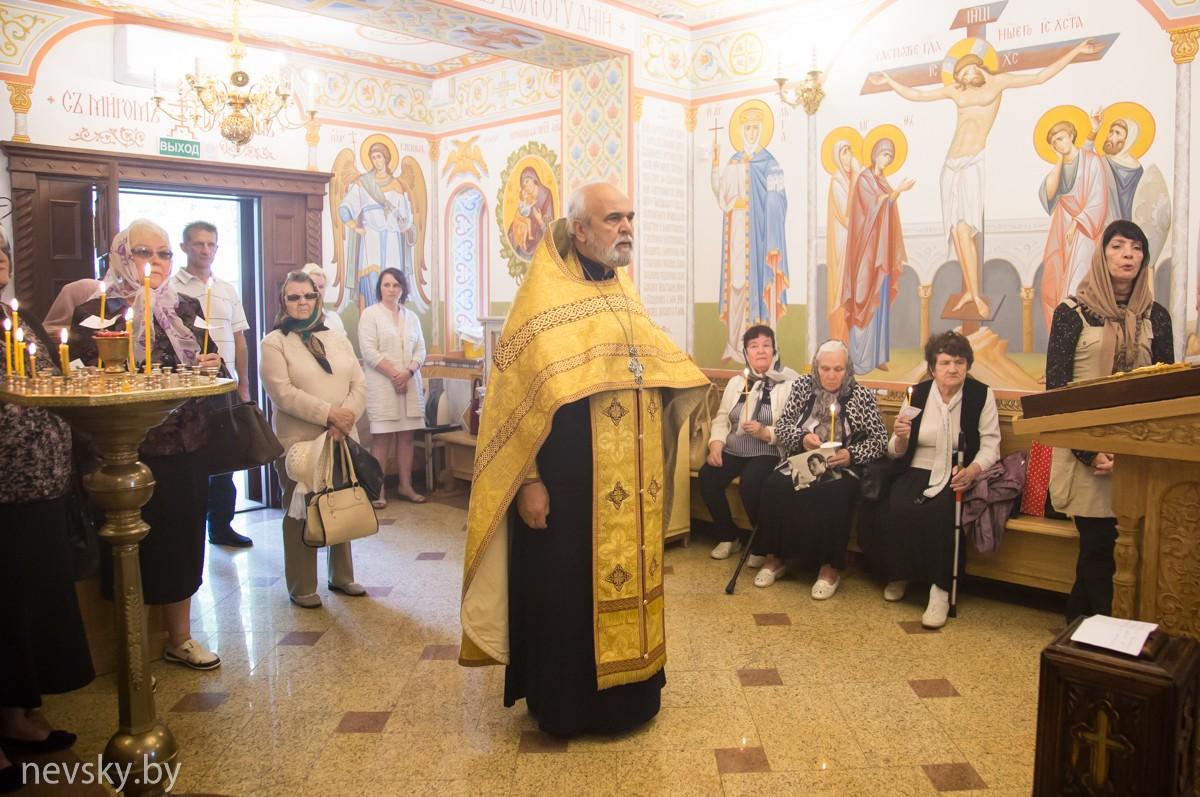 В храме святого князя Владимира вознесли молитвы о погибших при исполнении служебного долга