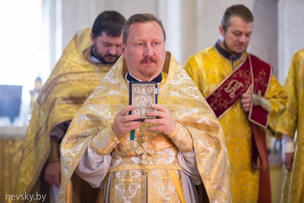 В Неделю 9-ю по Пятидесятнице настоятель храма святого благоверного князя Александра Невского возглавил Божественную литургию