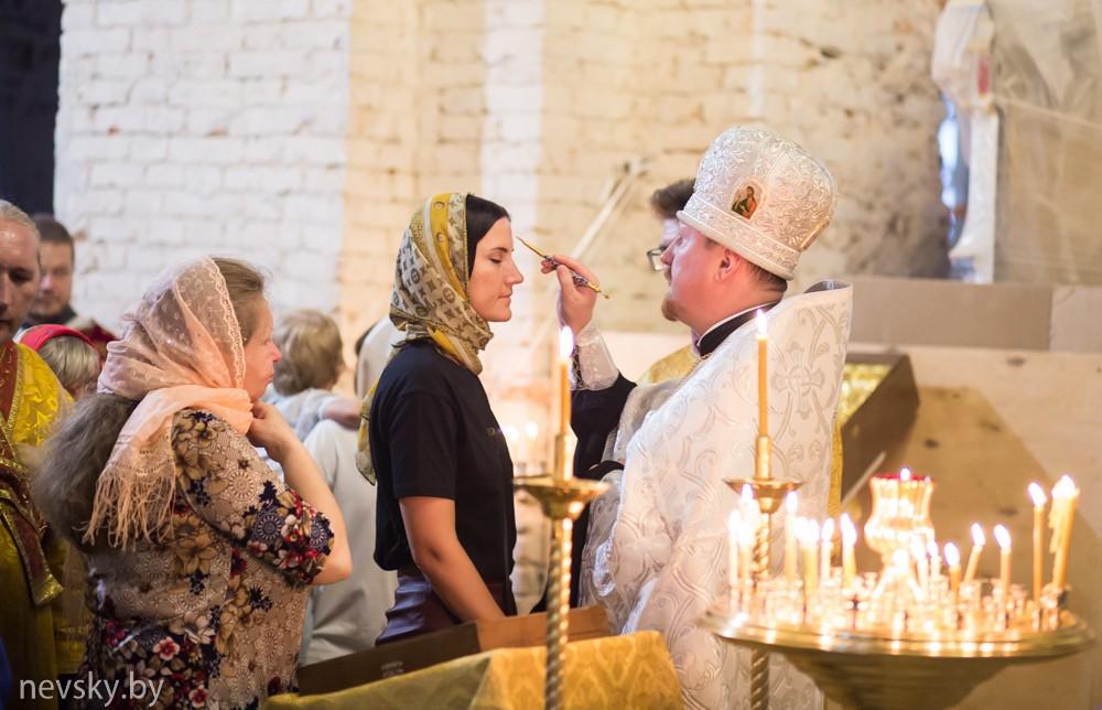 В канун праздника Преображения Господня клирики Александро-Невского храма совершили Всенощное бдение
