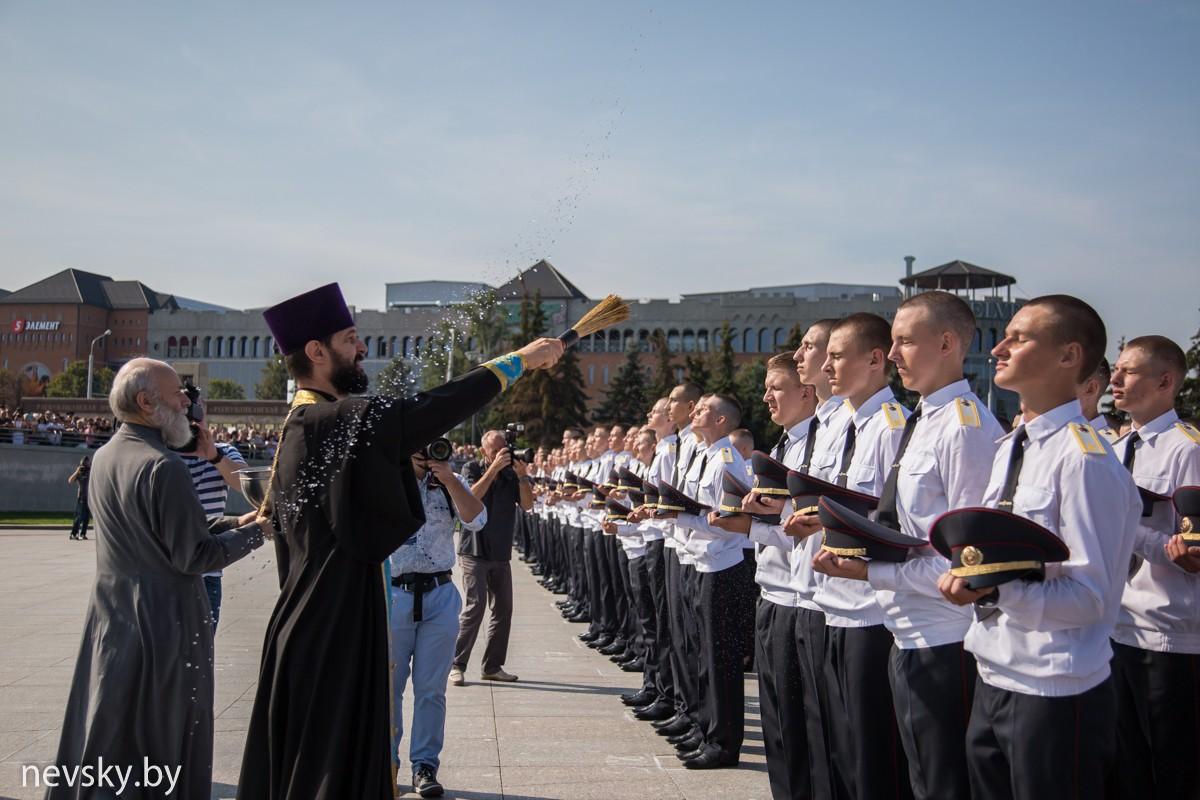 Протоиерей Димитрий Хорошко  призвал Божие благословение на первокурсников академии МВД