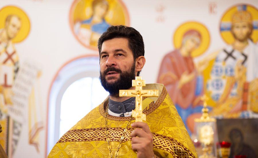 В Неделю 12-ю по Пятидесятнице клирики Александро-Невского храма совершили Божественную литургию