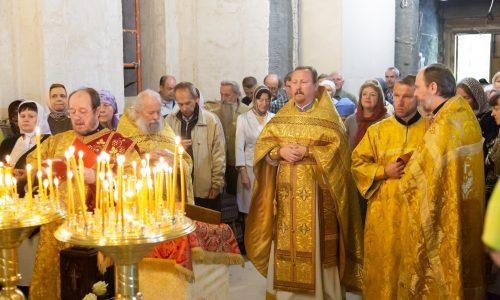 В день памяти святого благоверного князя Александра Невского настоятель прихода возглавил Литургию