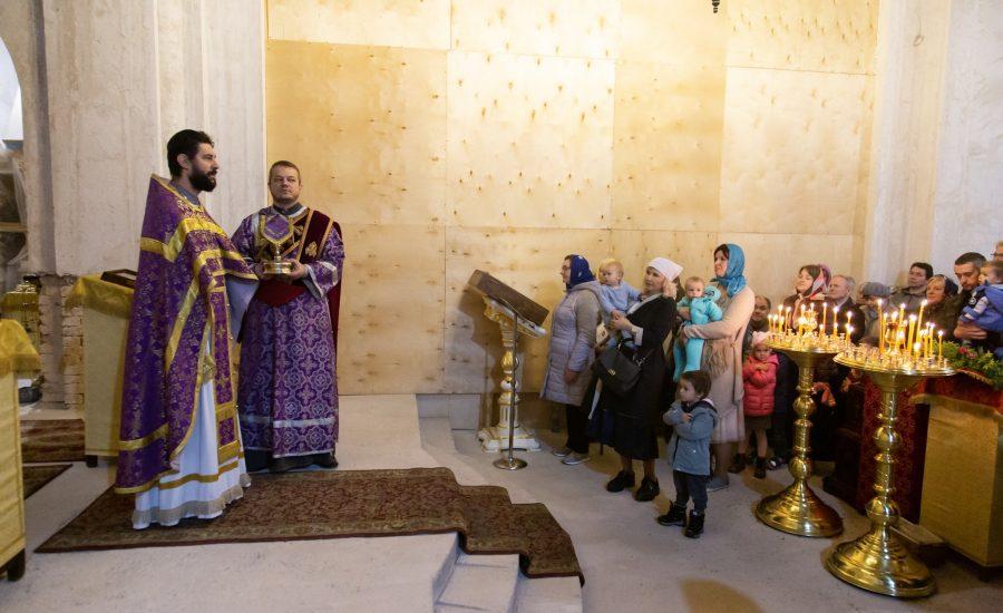 В 15-ю Неделю по Пятидесятнице клирики столичного Александро-Невского храма совершили Божественную литургию