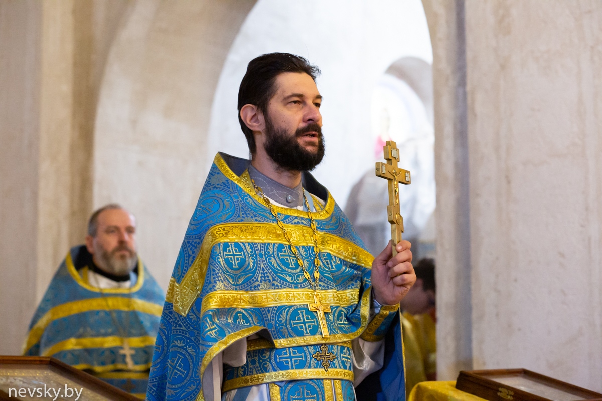 В Неделю 14-ю по Пятидесятнице клирики Александро-Невского храма совершили Божественную литургию