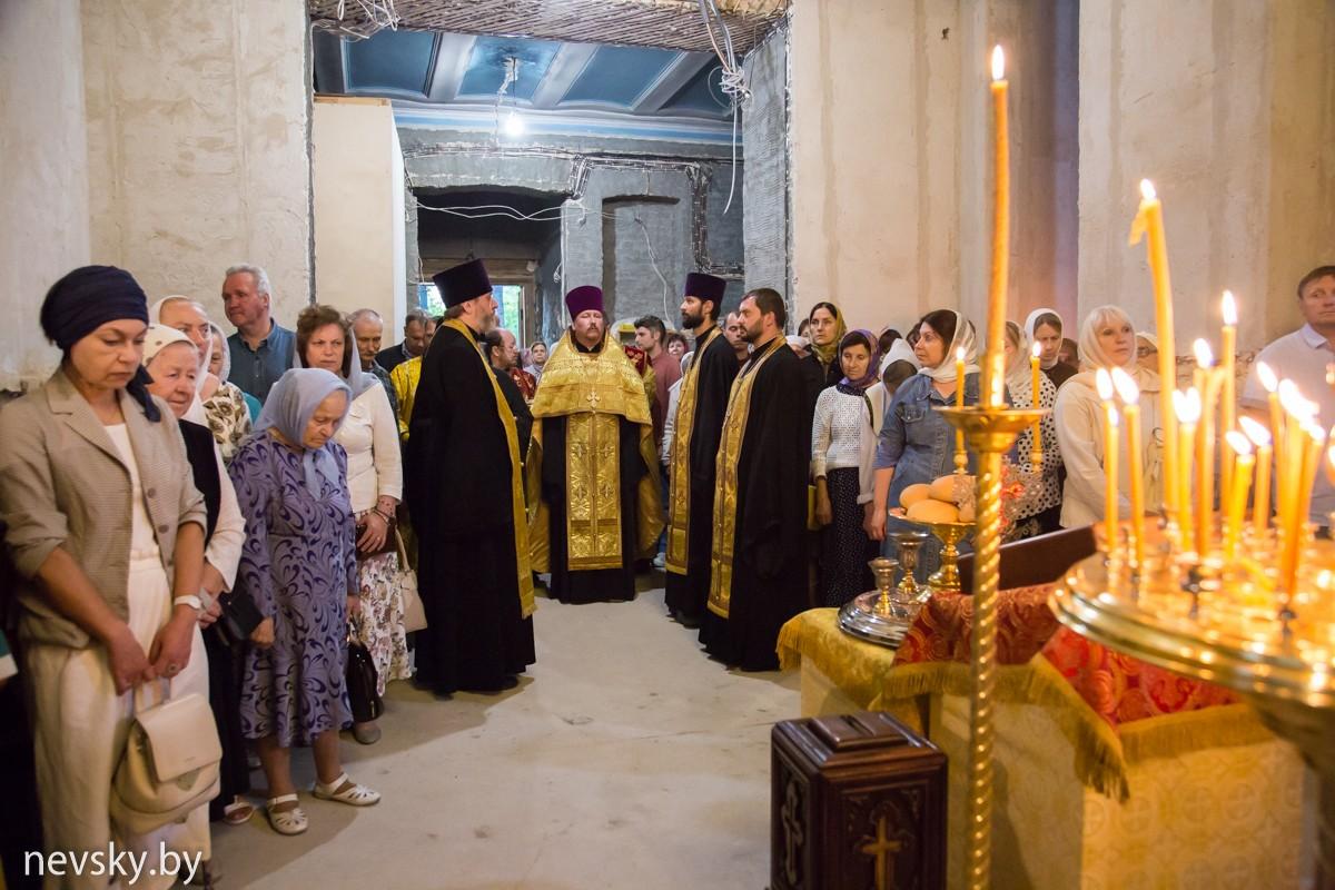 В канун престольного праздника клирики Александро-Невского храма совершили Всенщное бдение