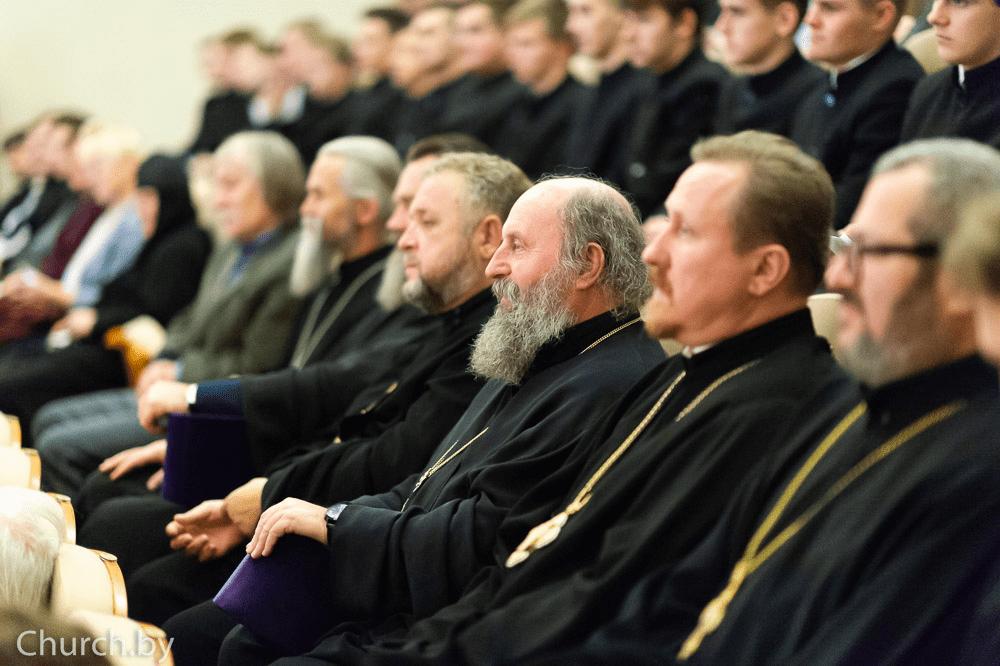 Настоятель Александро-Невского храма посетил открытие православной книжной выставки-форума «Радость Слова»