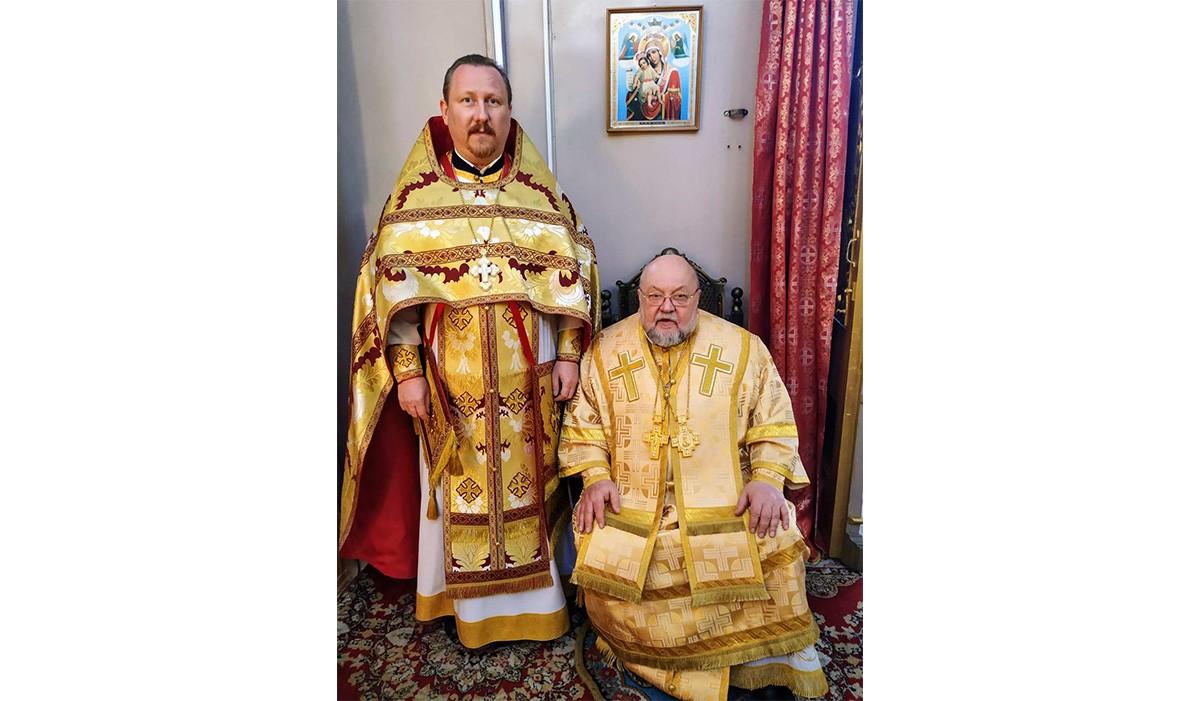 Протоиерей Николай Коржич сослужил архиепископу Гродненскому Артемию за Литургией в в Свято-Петро-Павловском кафедральном соборе г. Волковыска