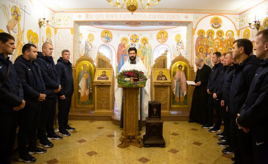 В крестильном храме князя Владимира сборная команда МВД по мини-футболу испросила благословение Божие перед соревнованиями