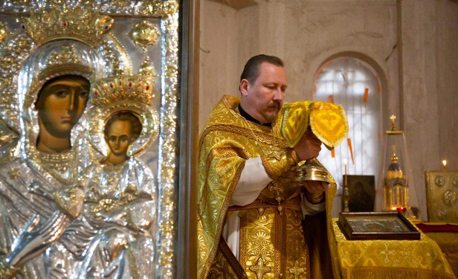 В Неделю 16-ю по Пятидесятнице настоятель храма в честь святого Александра Невского возглавил Литургию