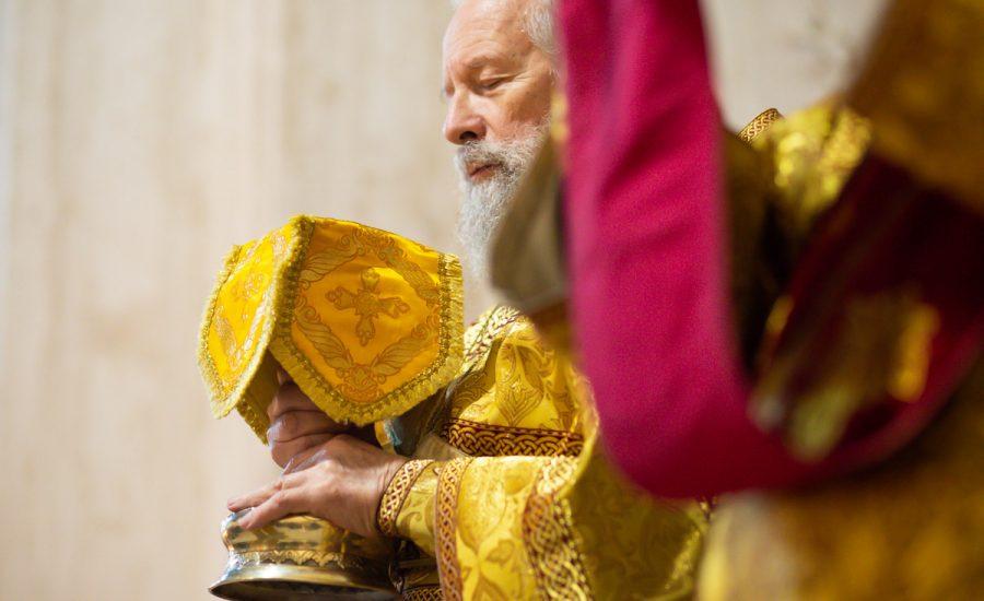Клирики Александро-Невского храма совершили Литургию в Неделю 18-ю по Пятидесятнице