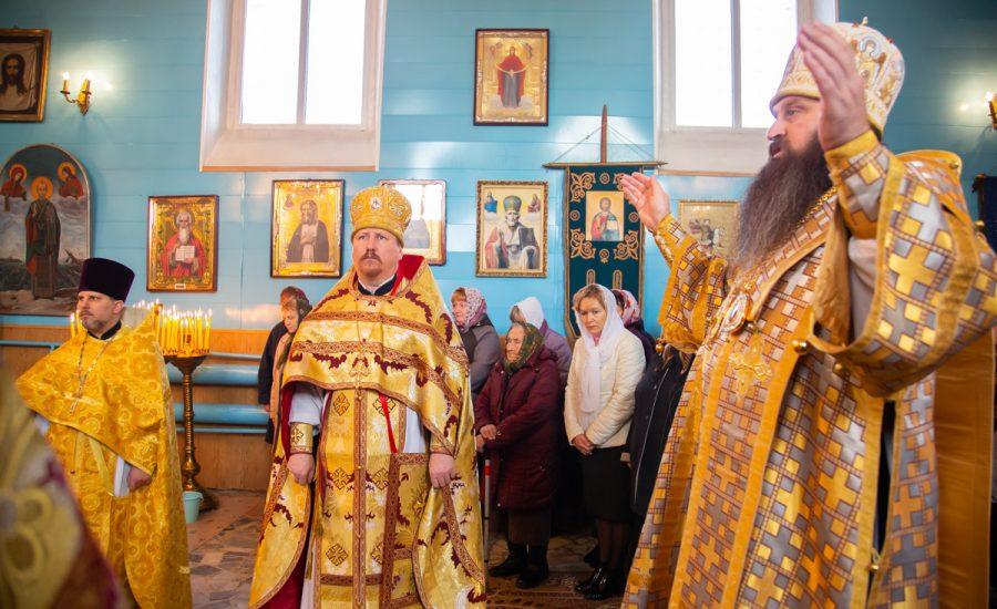 Протоиерей Николай Коржич сослужил епископу Слуцкому и Солигорскому Антонию за Литургией в храме Покрова Пресвятой Богородицы вд. Великая Липа