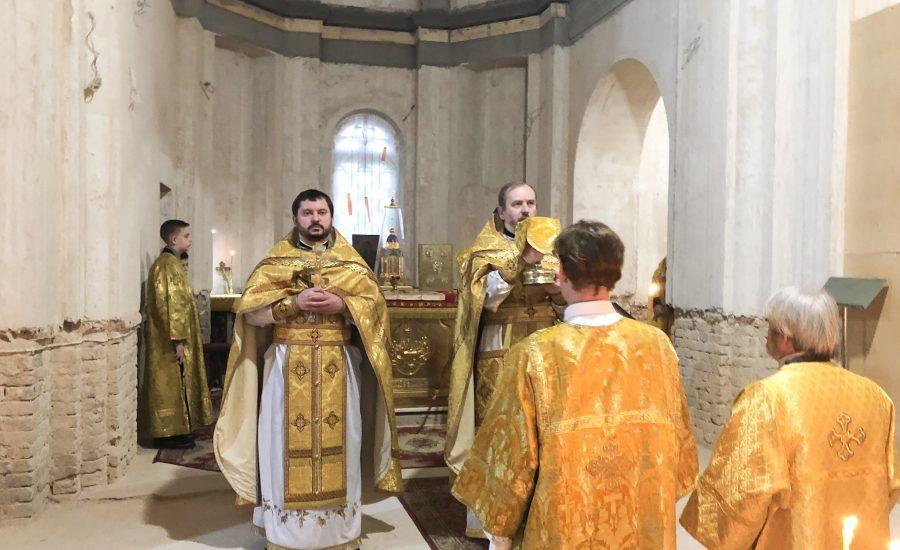 В 21-ю Неделю по Пятидесятнице клирики Александро-Невского храма совершили Литургию
