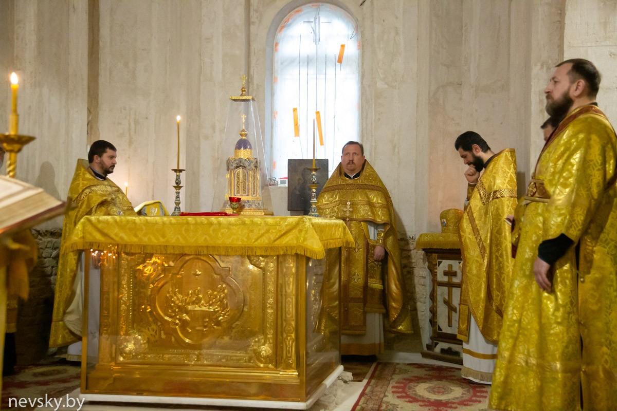 В Неделю 20-ю по Пятидесятнице настоятель Свято-Александро-Невского храма возглавил Божественную литургию
